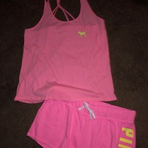 Nwot tank and shorts size large ❤️💕
